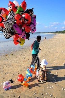 Balloons on the beach delight Marlo