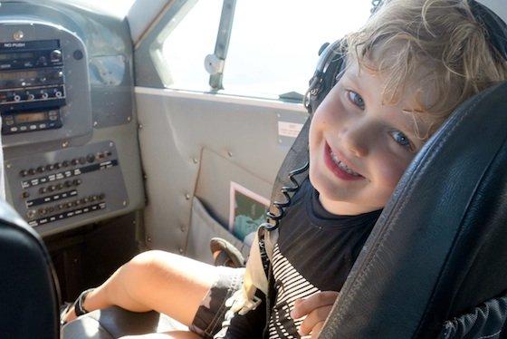 Whit raff in plane