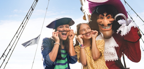 Hook and Guests © Disney
