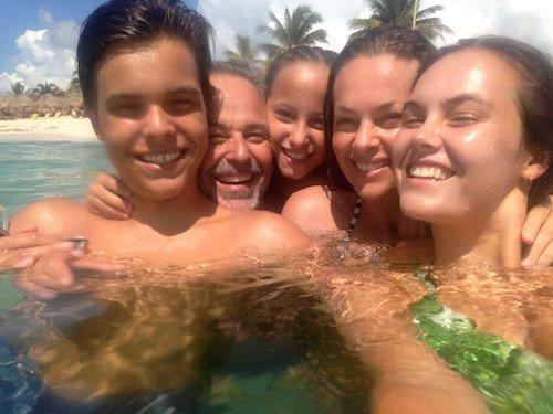 Daddos swimming
