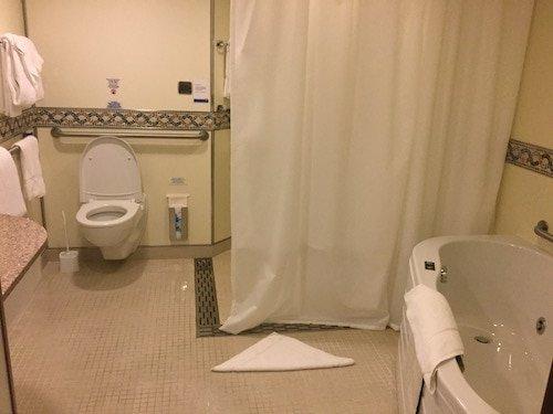 Bella bathroom