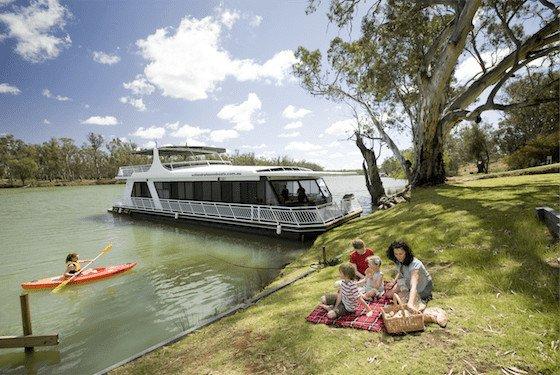 The mighty Murray River Image: Rob Blackburn/Destination NSW