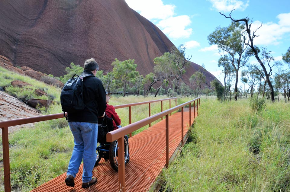 walking-around-the-base-of-uluru-wheelchair-access_1