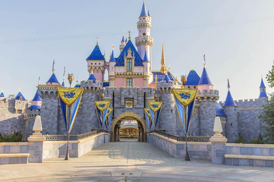 sleeping beauty castle disneyland park california image christian thompson disneyland resort