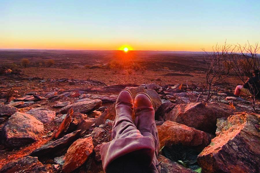 endless horizon of the mundi mundi plains looking wistfully west into the closed south australia border