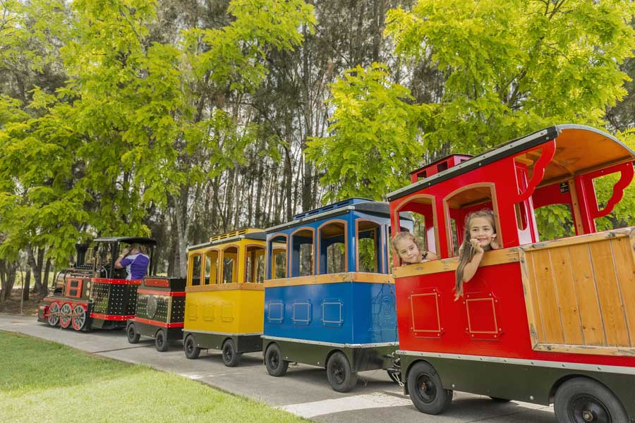 kids riding the miniature train at crowne plaza hunter valley