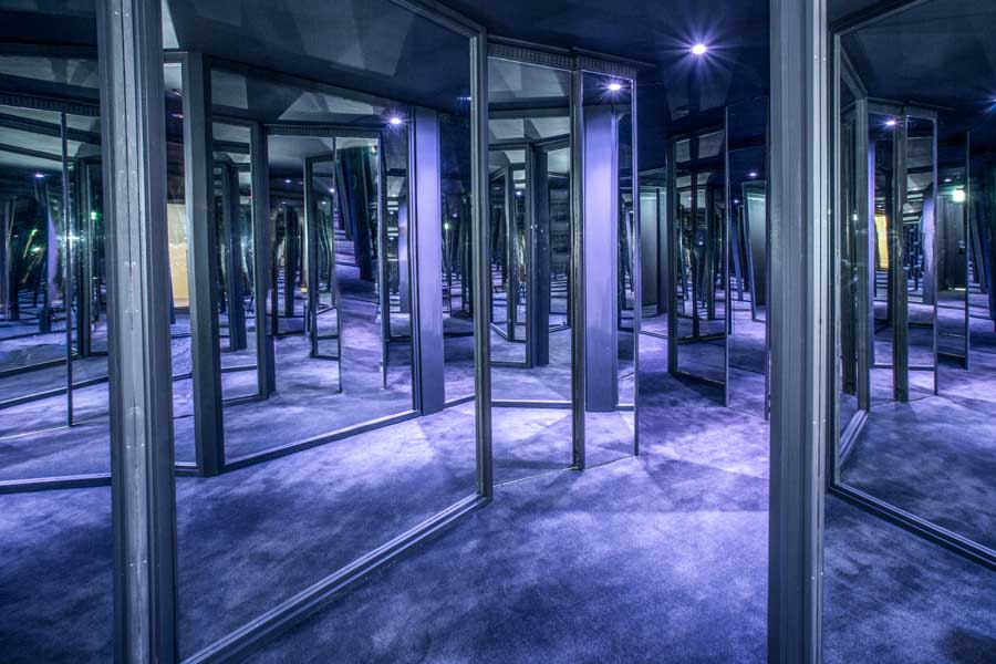 the mirror maze at the fairmont resort and spa blue mountains