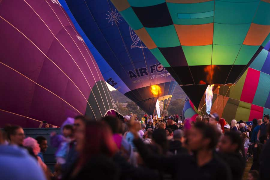 hot air balloons in canberra during the enlighten festival