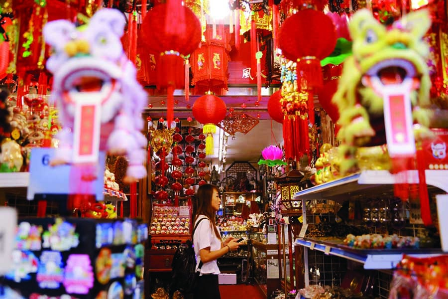 shop for souvenirs in chinatown