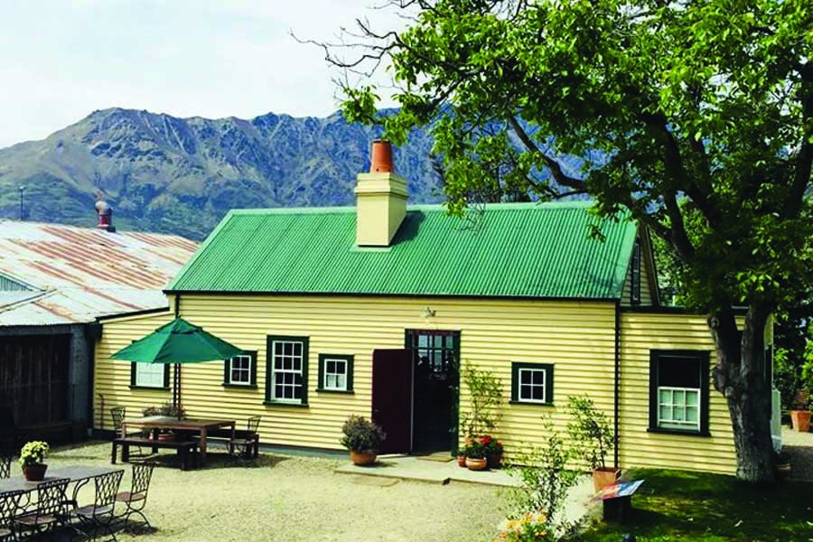 the boat shed cafe bistro in queenstown
