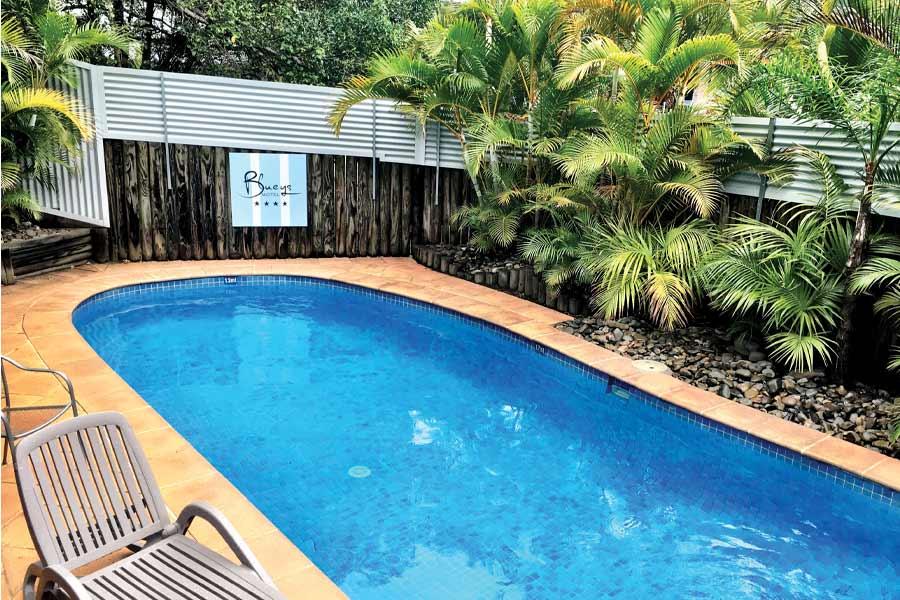 blueys motel swimming pool at blueys beach