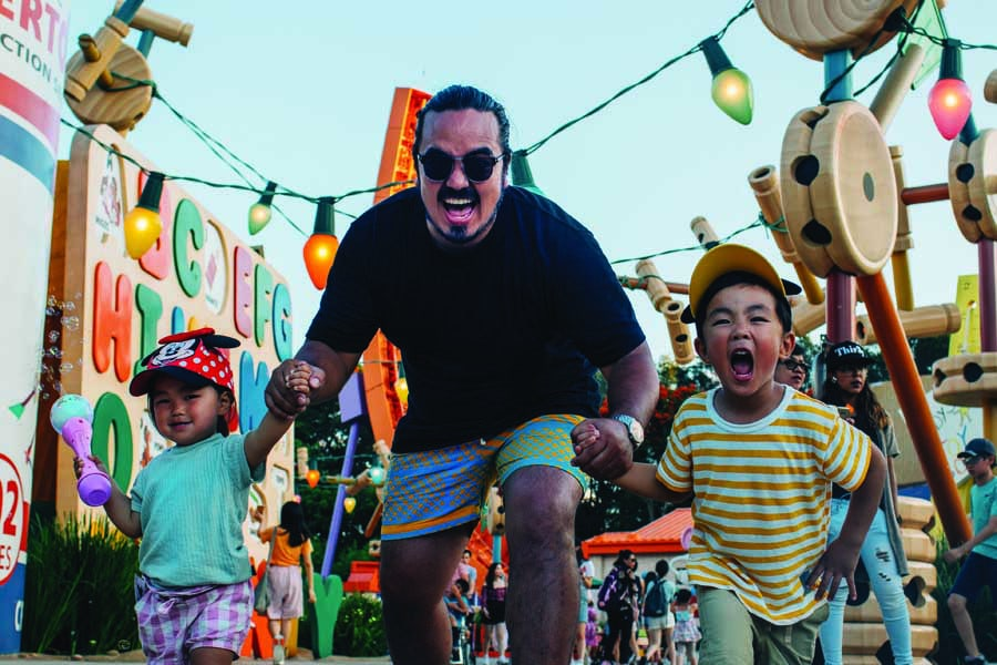 adam liaw and his kids in hong kong