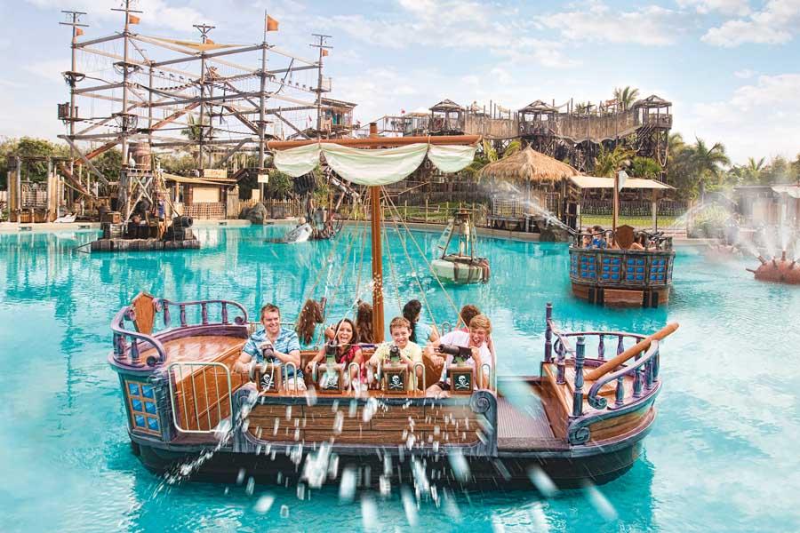 battle boats at castaway bay at sea world, a must visit Gold Coast theme park