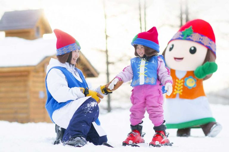 feature learning to ski at nipo town