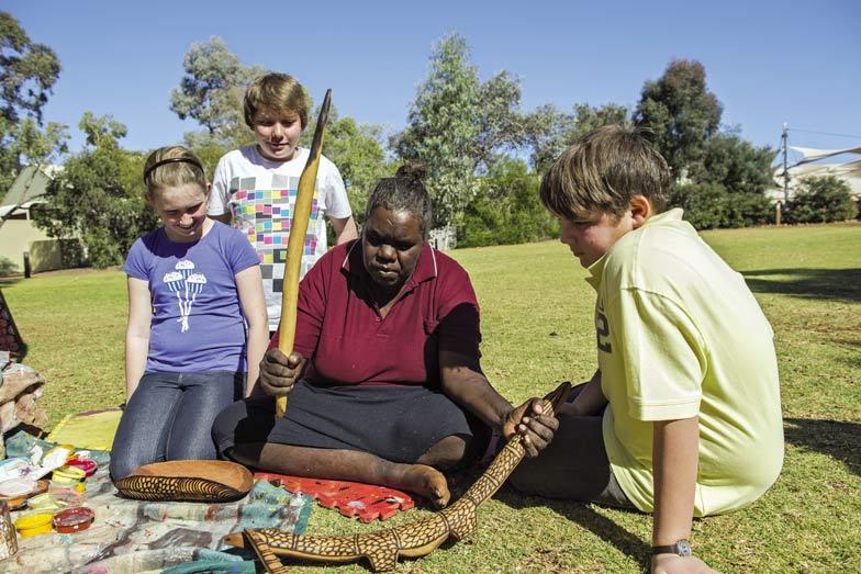 an indigenous art workshop at uluru, uluru family holiday ideas