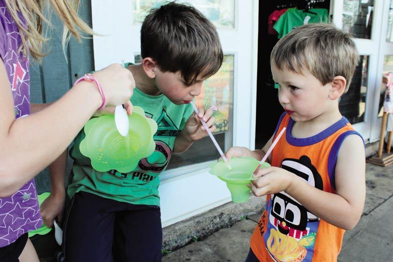 kynan and kobi tasting shave ice in hawaii